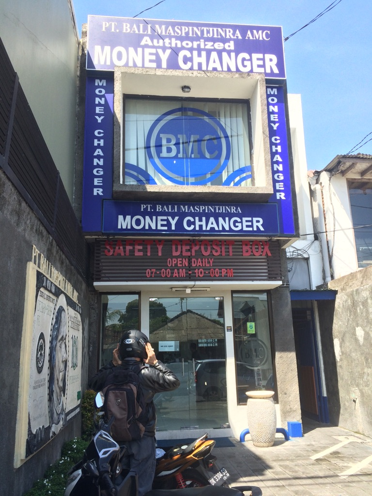 Currency Exchange in Bali: Finding Indonesian Rupaiah Amidst the Chaos